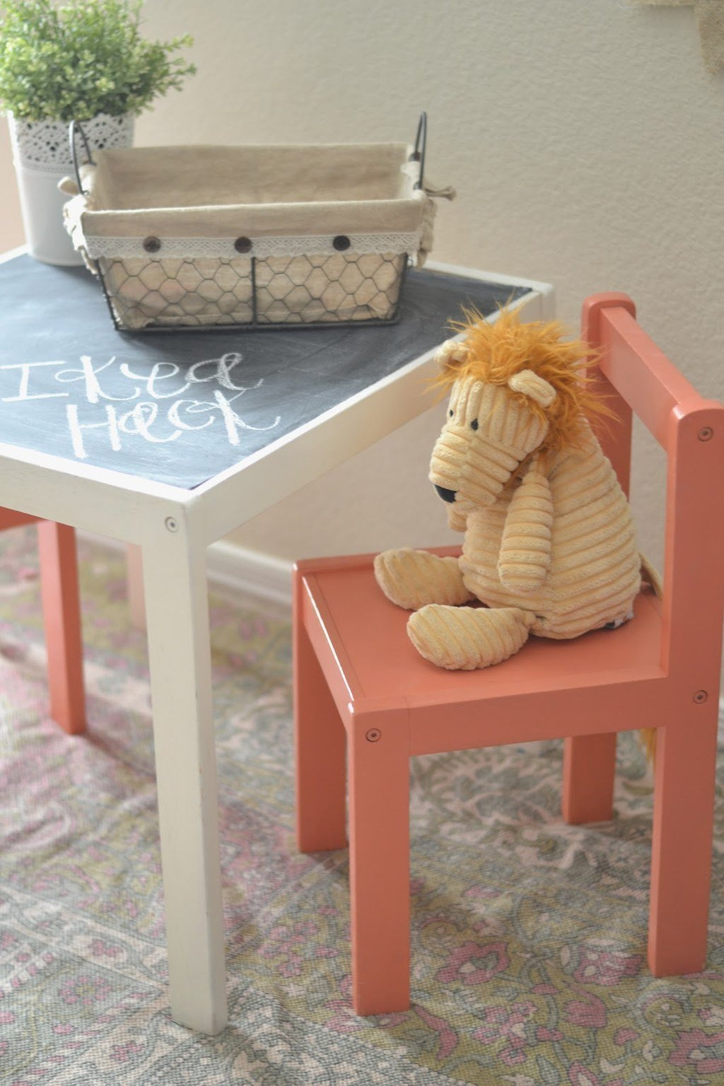15 Add a chalkboard top to the Lack side table via simphome