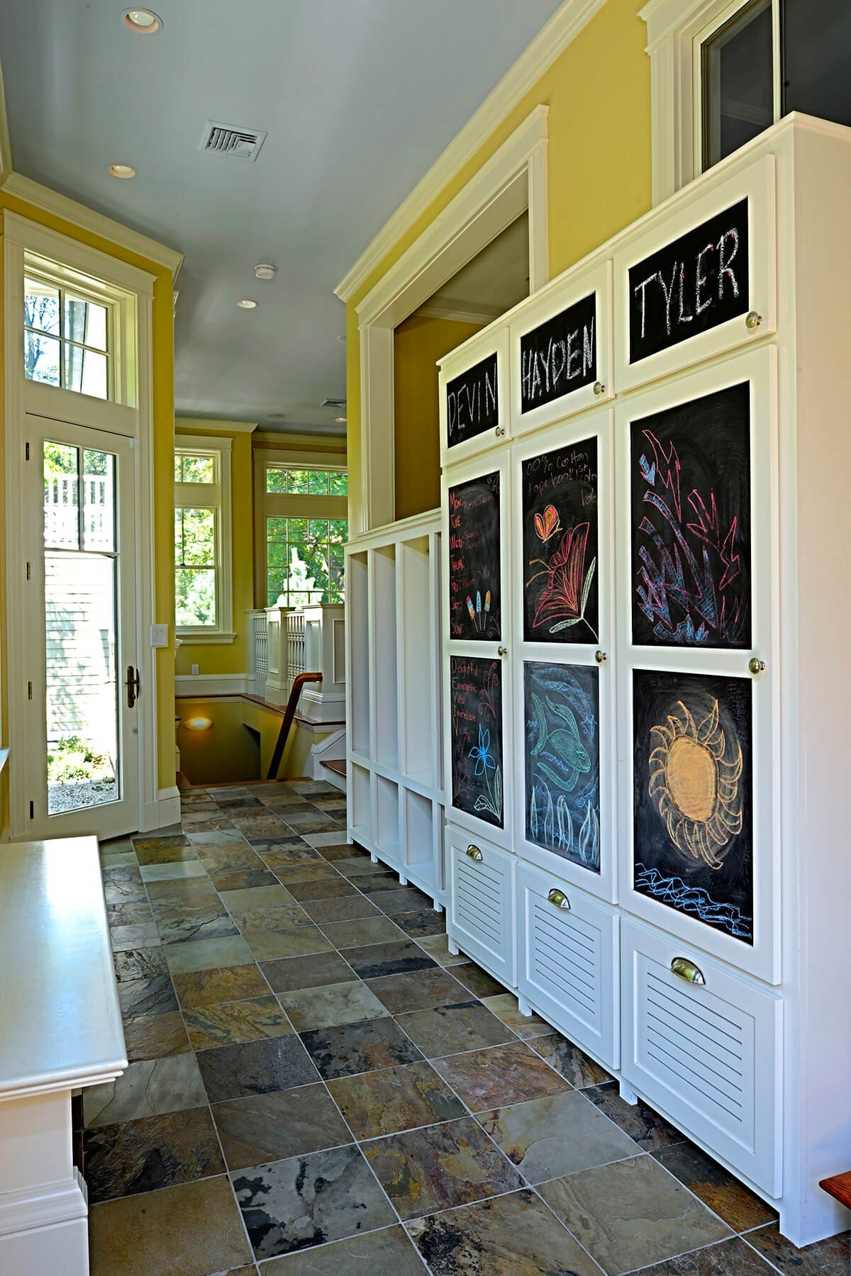 9 Chalkboards for Personalized Closets Simphome com