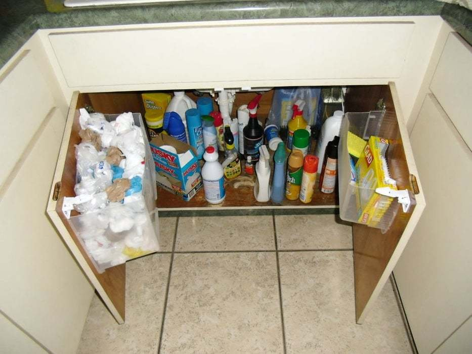 8. Container ideas for your Plastic Bags via Simphome