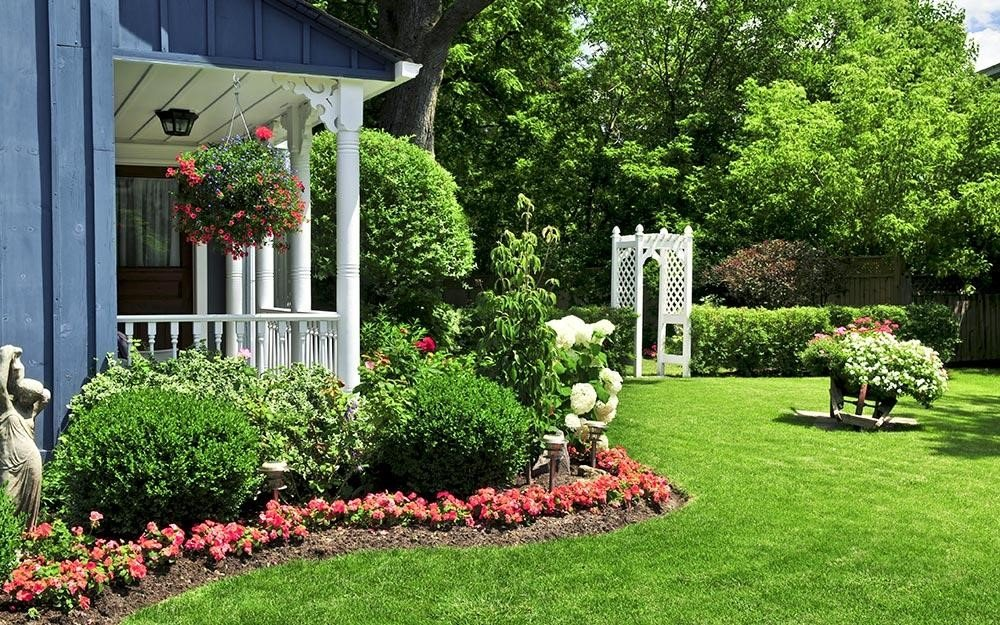 3.SIMPHOME.COM 10 Ideas how to make backyard privacy landscaping Layers and Layers of Plants