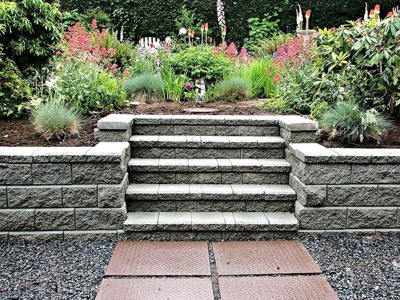 3.Simphome.com Incorporate Staircase into your Retaining Wall