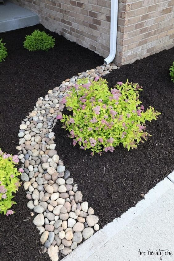 7.Simphome.com Cover Your Front Yard with Pebbles 1