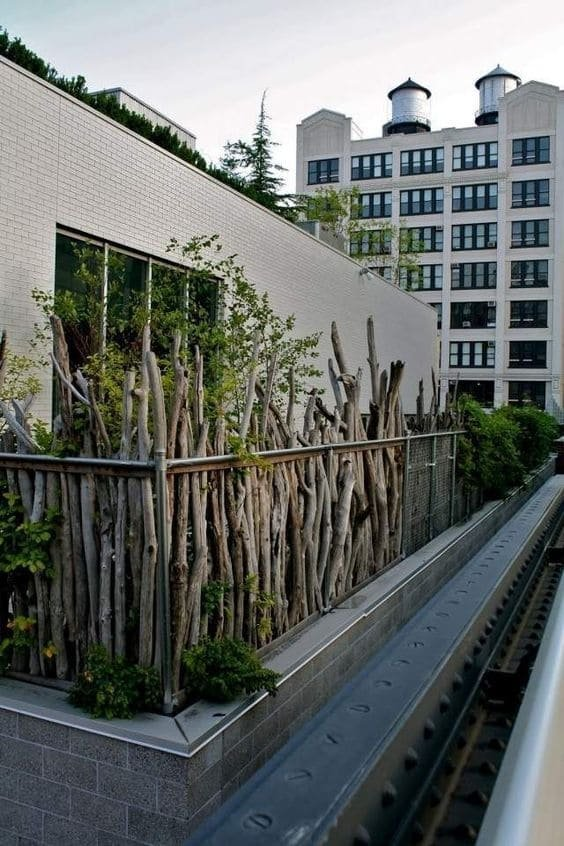 4. Simphome.com Rustic Chic Wire and Wooden Fence 2