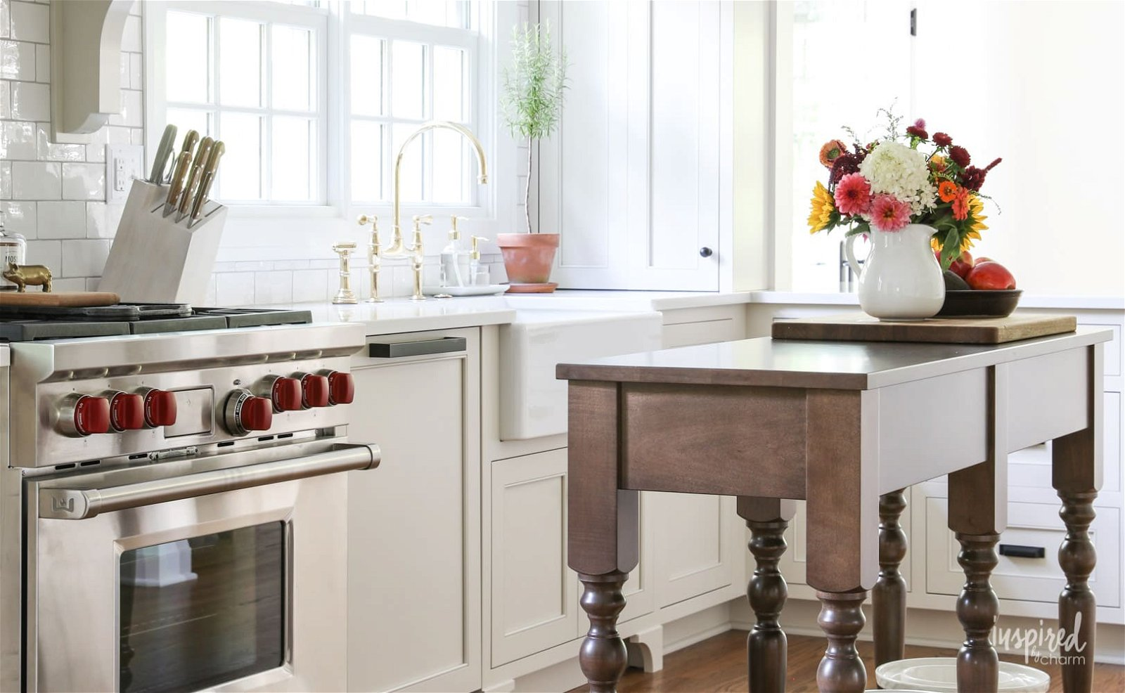 10.Remodel and Glam your Kitchen via Simphome.com