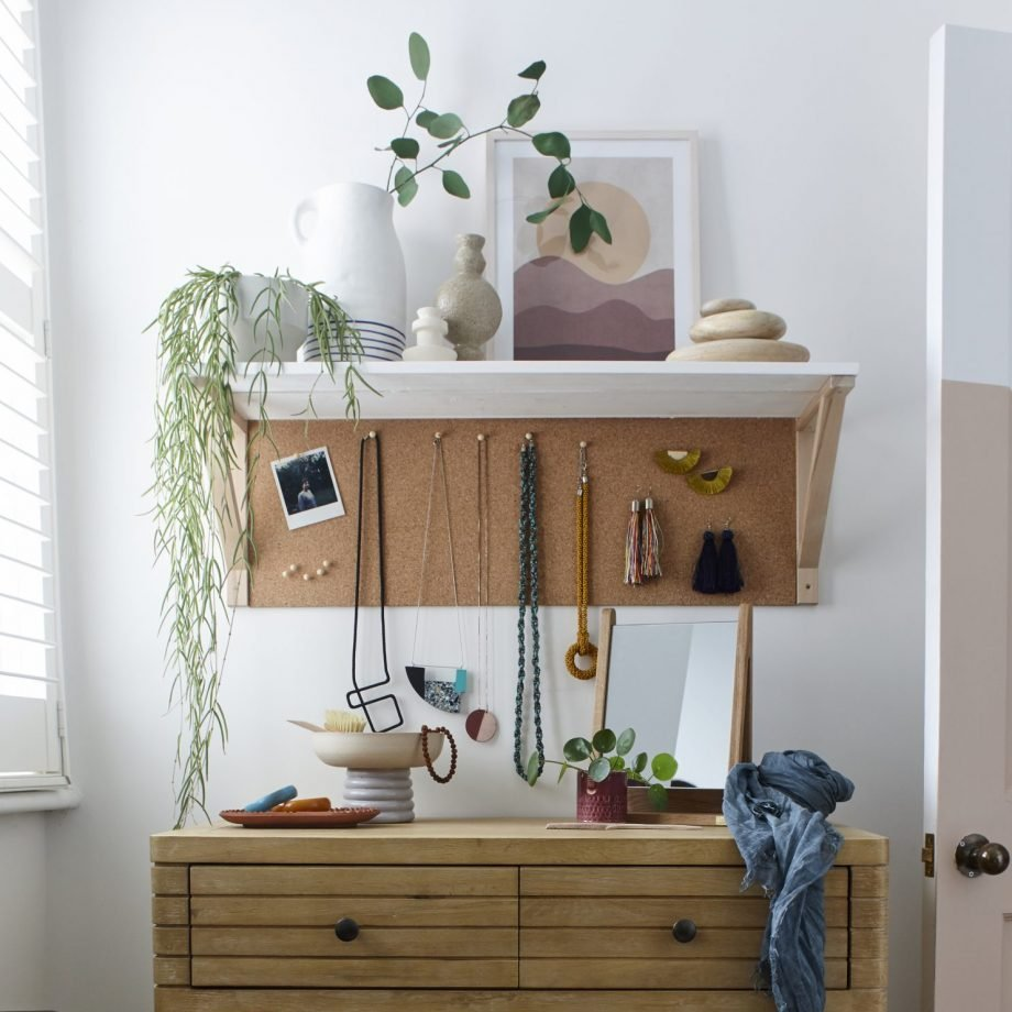 6.Use Corkboard to Hang Your Accessories via Simphome.com