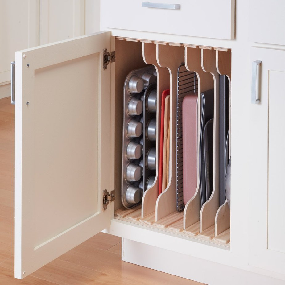 2. Complete your existed pantry with this DIY divider project for cookware by simphome.com