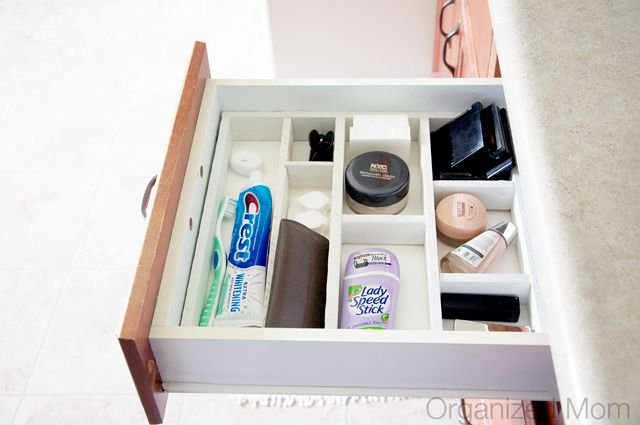3. Get this DIY drawer divider if necessary by simphome.com
